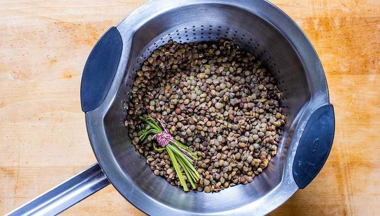 Чечевица, тушенная с овощами – Шаг 1