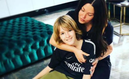 Ирина Дубцова прилетела в Париж, чтобы обнять сына