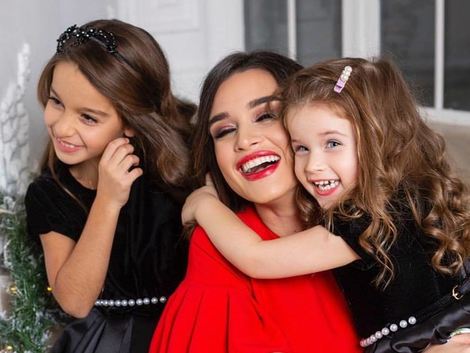 Не детская, а парк развлечений: Ксения Бородина устроила дочкам сюрприз