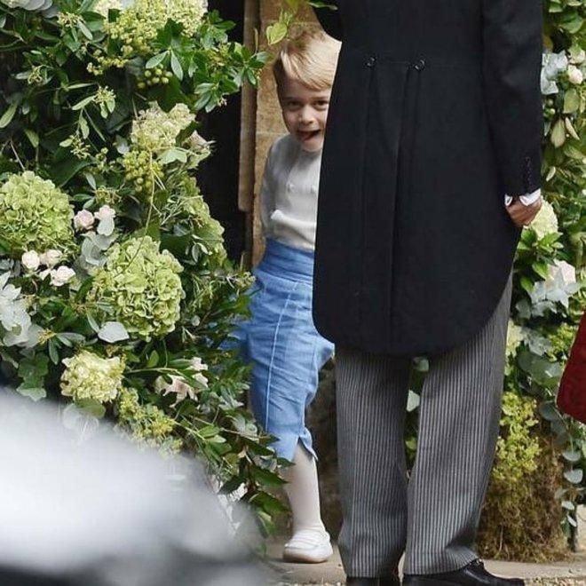Принц Джордж показал язык на свадьбе Софи Картер