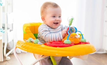 Педиатры: детям нельзя покупать ходунки