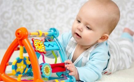 Игры с малышами в первые месяцы жизни