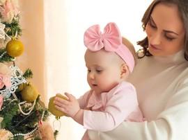 Совет для родителей малышей: украшать елку или нет?