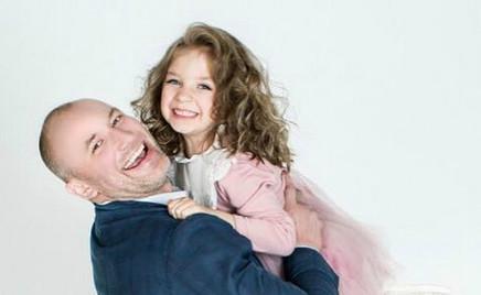 Папа может: Константин Соловьев передает дочери трогательные приветы