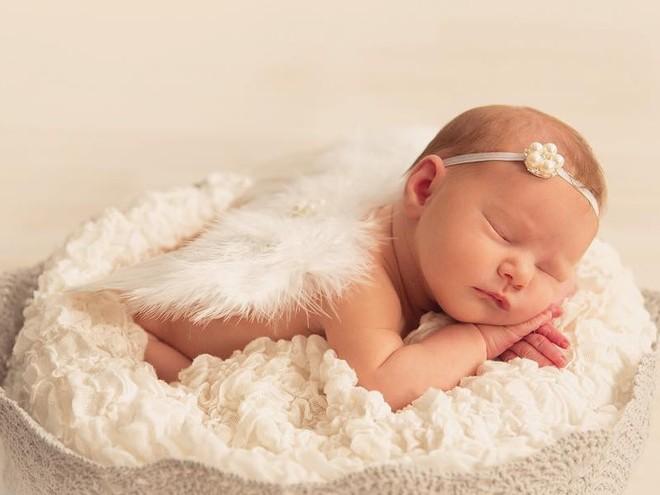 Идея для фотосессии малышей: дети-ангелочки