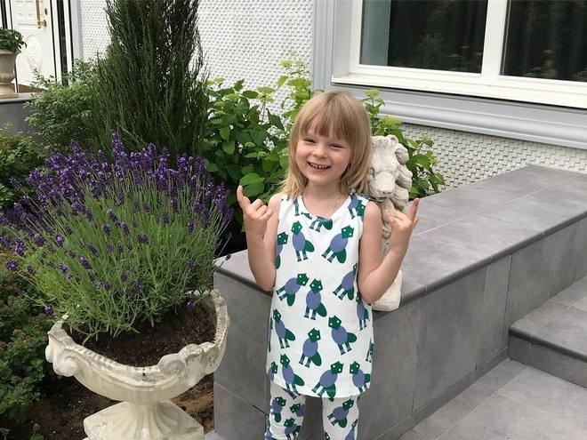 Сын Плющенко и Рудковской провел экскурсию по саду