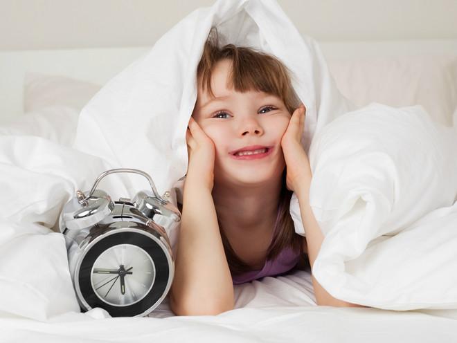 10 советов, которые помогут разбудить ребенка быстро и без слез