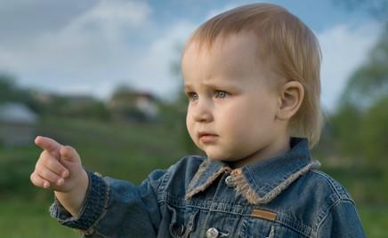 Совет дня: чтобы ребенок не путал «право» и «лево», играйте с ним в «воздушную игру»