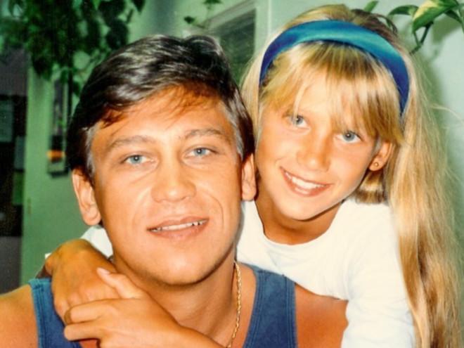 Из детства: Анна Курникова показала фото с отцом