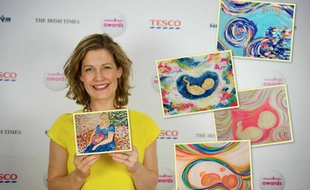 Многодетная мама создает красочные картины из УЗИ беременных женщин
