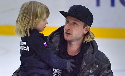 Параллельный прыжок: Евгений Плющенко с сыном на льду