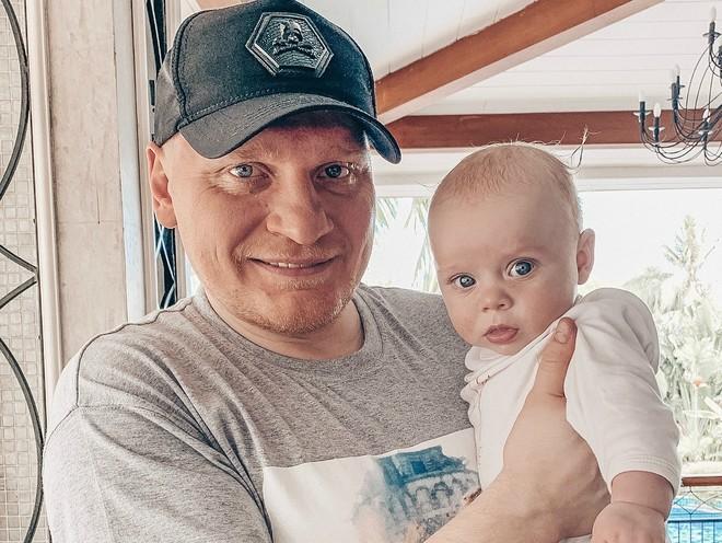 Первое путешествие: Сергей Сафронов взял на отдых 4-месячную дочь