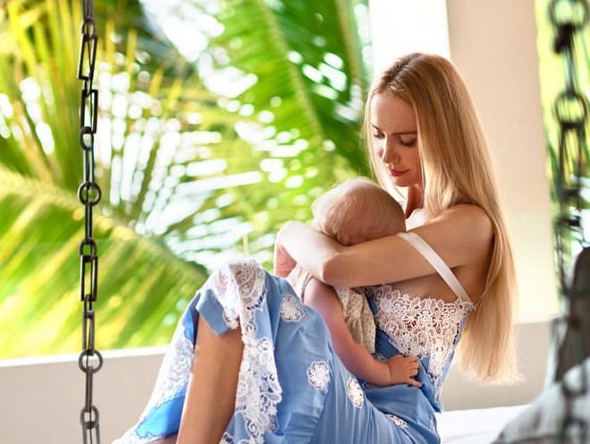 «Первый месяц мне дался очень тяжело»: мама рассказала о борьбе за грудное вскармливание