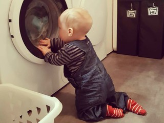 Совет дня: с двух лет учите ребенка помогать вам в уборке
