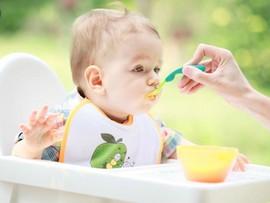 Совет дня: разрешайте детям играть с едой